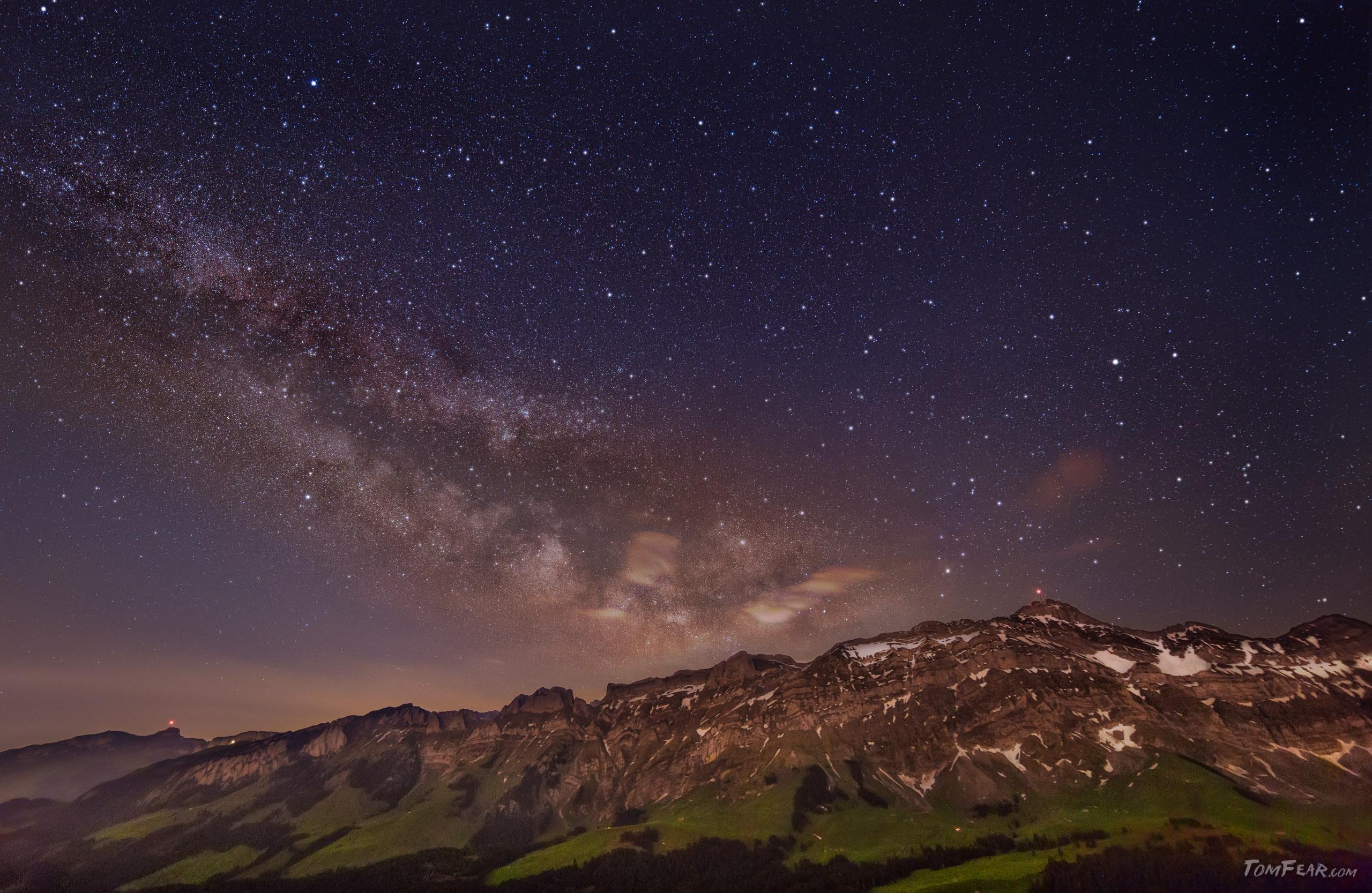 Das grosse Finale. Die Milchstrasse mit Säntismassiv im Vordergrund Sky